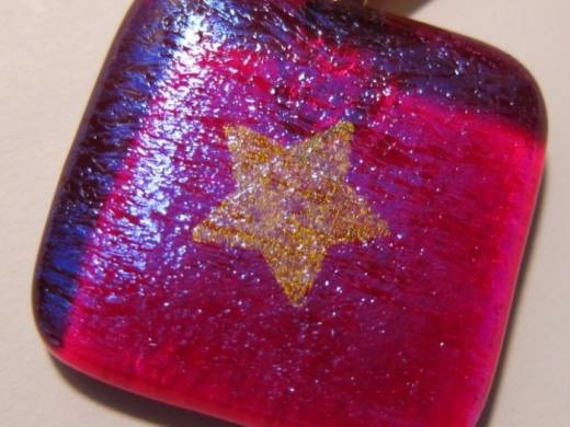 ohgw cherry red irridescent with dichroic gold star
