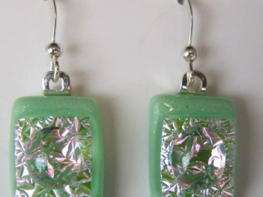 ohgw opaque jade green with pink crinkle glass on clear insert and cabochon